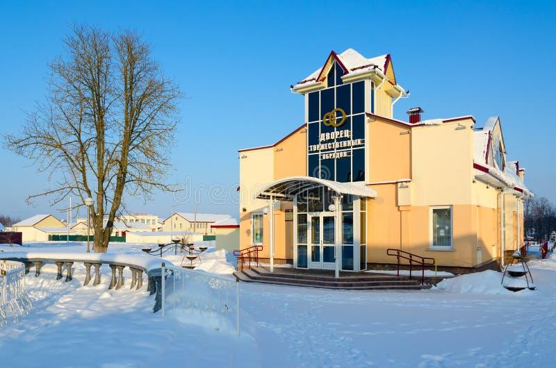 Новое здание загса, ландшафта зимы городского, Senno, области Витебска, Беларуси стоковое изображение