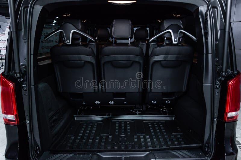 Новосибирск, Россия - 4-ое декабря 2018: V-класс Мерседес-Benz стоковые фото
