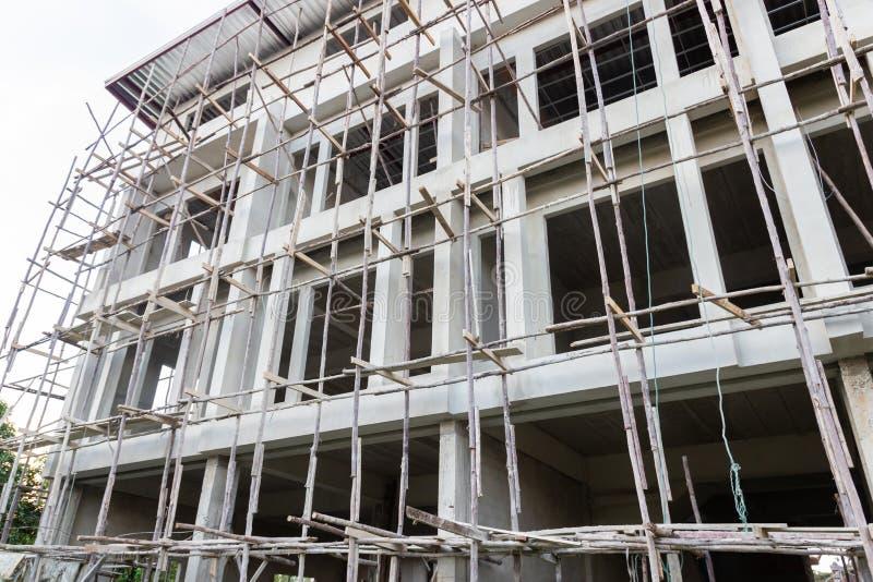 Новые жилой дом и строительная площадка стоковые изображения