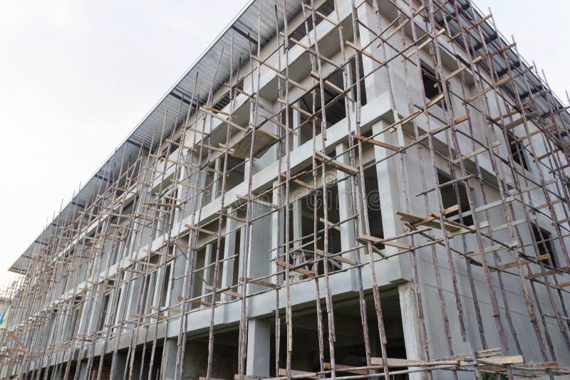 Новые жилой дом и строительная площадка стоковое изображение