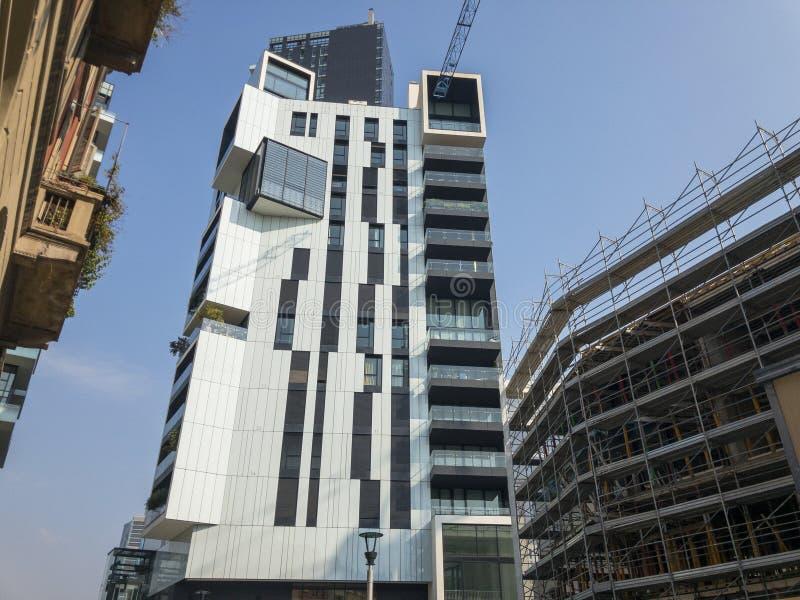 Новые здания в Милане, строительных площадках и жилых домах, новом Милане Италия стоковые фото