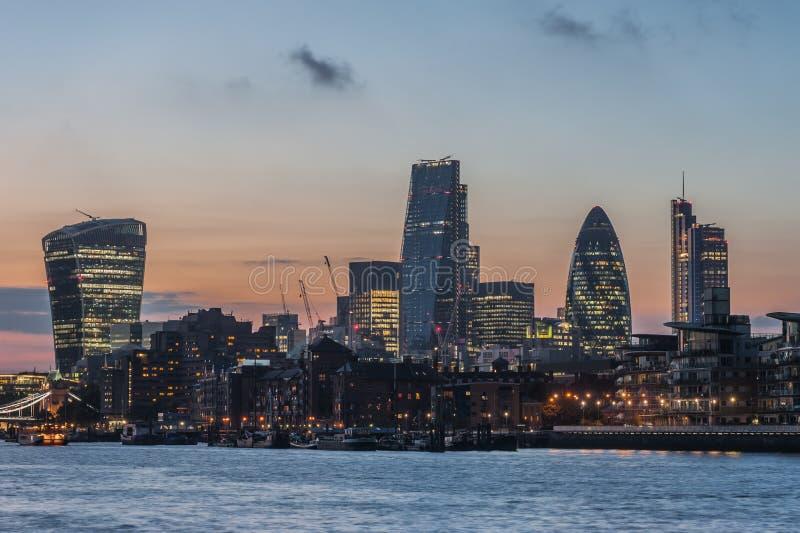 Новые небоскребы города Лондона на заходе солнца 2014 стоковое фото rf