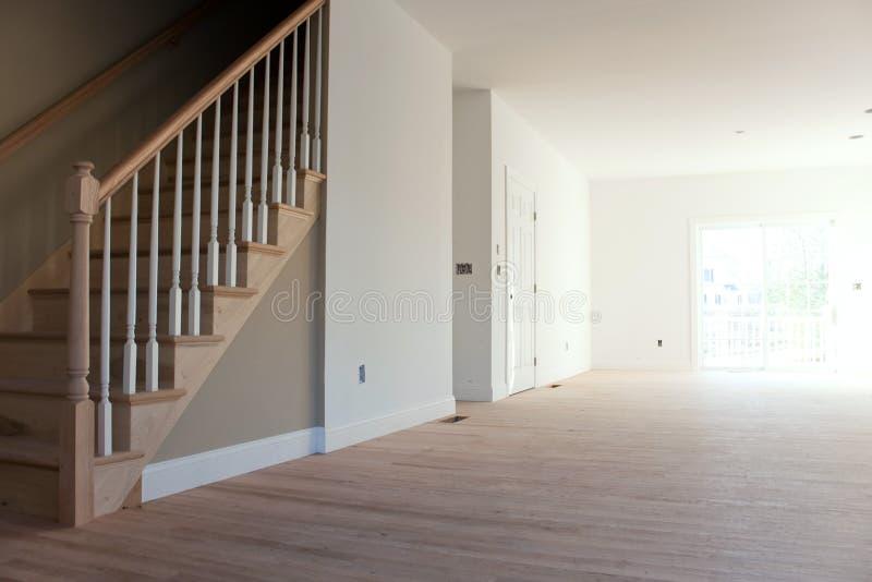 Новые домашние внутренние лестницы стоковое изображение