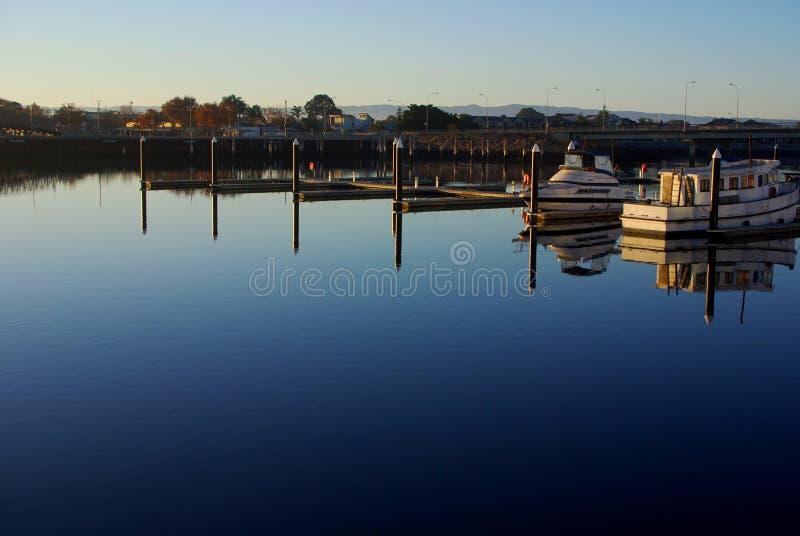 Новые отражения Марины порта стоковые изображения