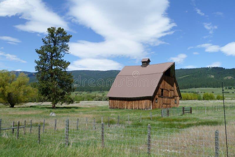 Новые луга, амбар Айдахо исторический стоковые фотографии rf