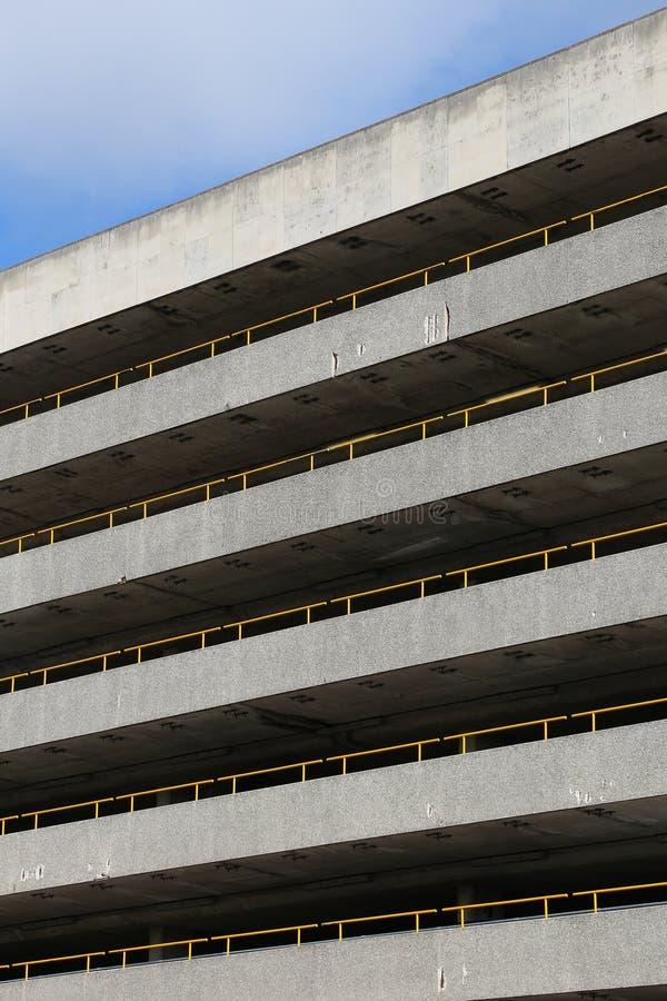 Новый гараж стоянкы автомобилей стоковые фото