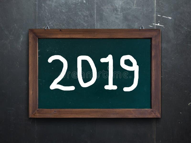 Новый Год 2019 написанный на доске мела стоковые фото