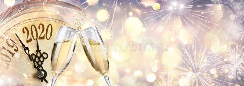 Новый Год 2020 - Обратный Отсчёт И Тост С Шампанем стоковые фото