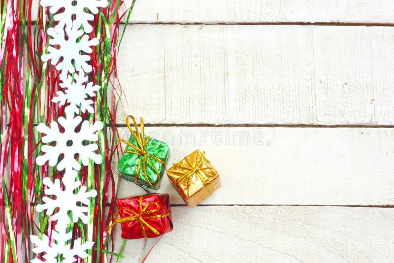 Новый Год, предпосылка рождества, сусаль, снежинки гирлянды, thre стоковые изображения rf