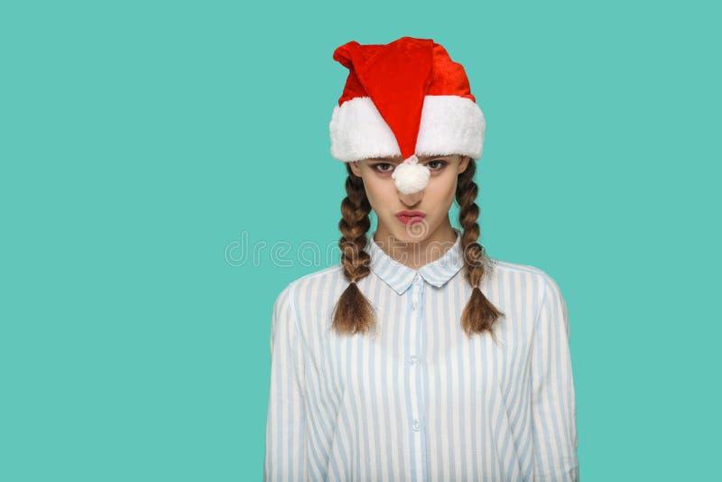 Новый Год принципиальной схемы смешная красивая девушка в striped свете - голубом shi стоковая фотография rf