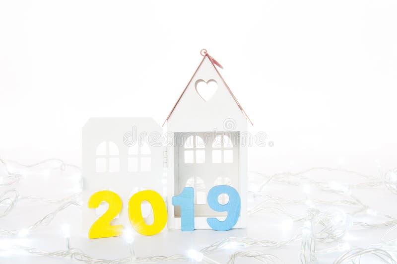 Новый Год 2019 приходя концепция на белой предпосылке Свойство c стоковые фотографии rf