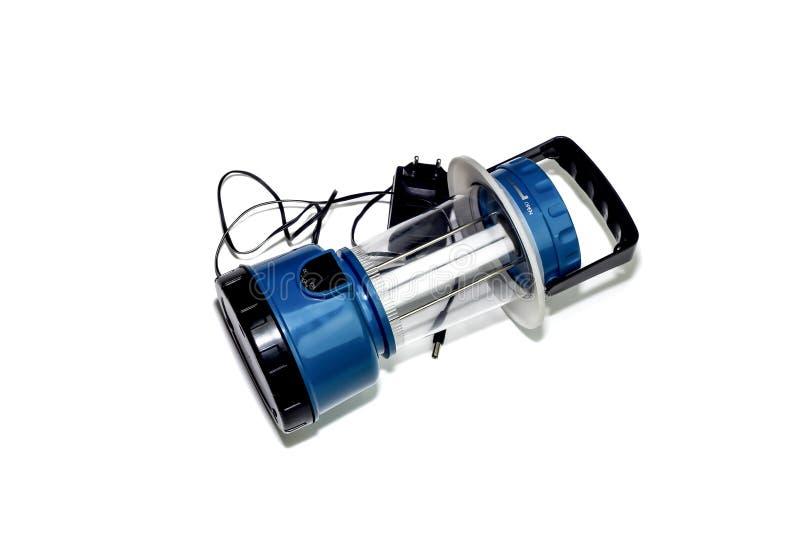 Новый, голубой, современный электрофонарь на солнечном приведенном в действие для располагаться лагерем стоковая фотография