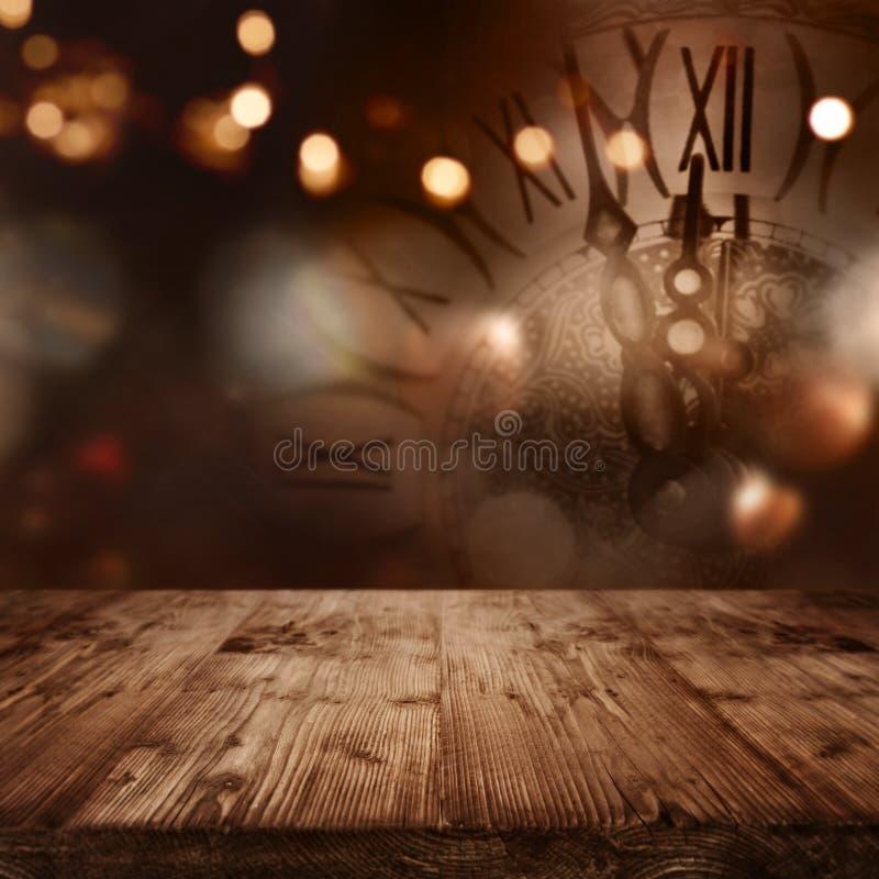 Download Новый Год часов стоковое изображение. изображение насчитывающей золотисто - 77302561