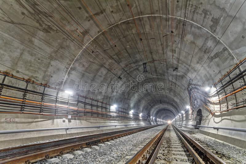 Новый железнодорожный тоннель в прикарпатских горах, Украина стоковые изображения rf