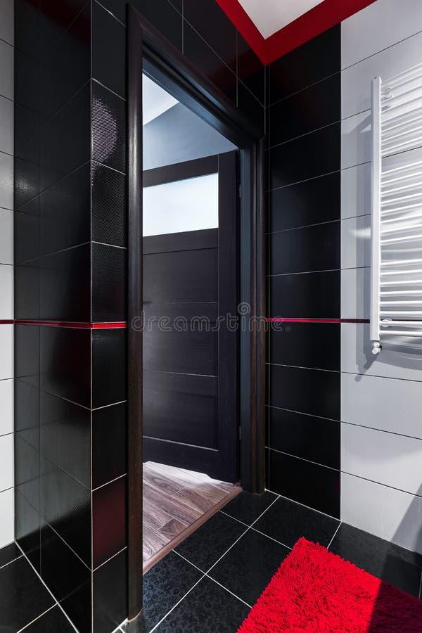 Новый интерьер ванной комнаты стиля стоковая фотография