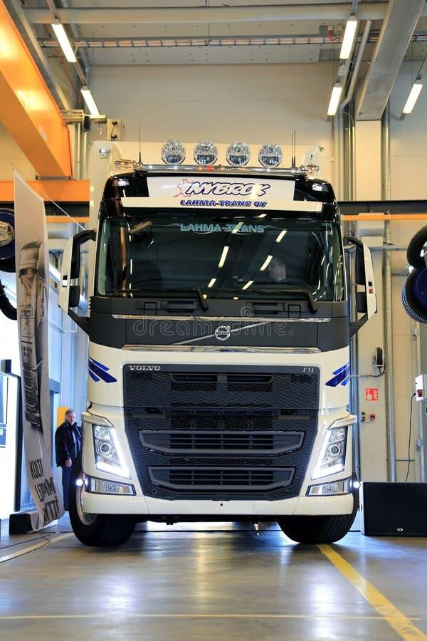 Новый трактор тележки Volvo FH стоковые фото