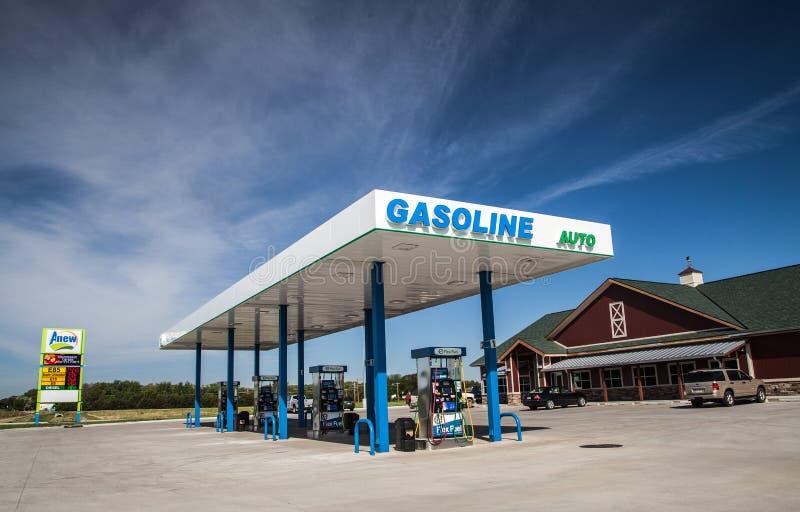 Новый Anew/ночной магазин бензоколонки топлива гибкого трубопровода стоковые фотографии rf