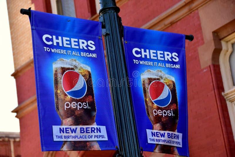 Новый Bern, NC: Знамена рекламы Пепси-колы стоковое изображение rf
