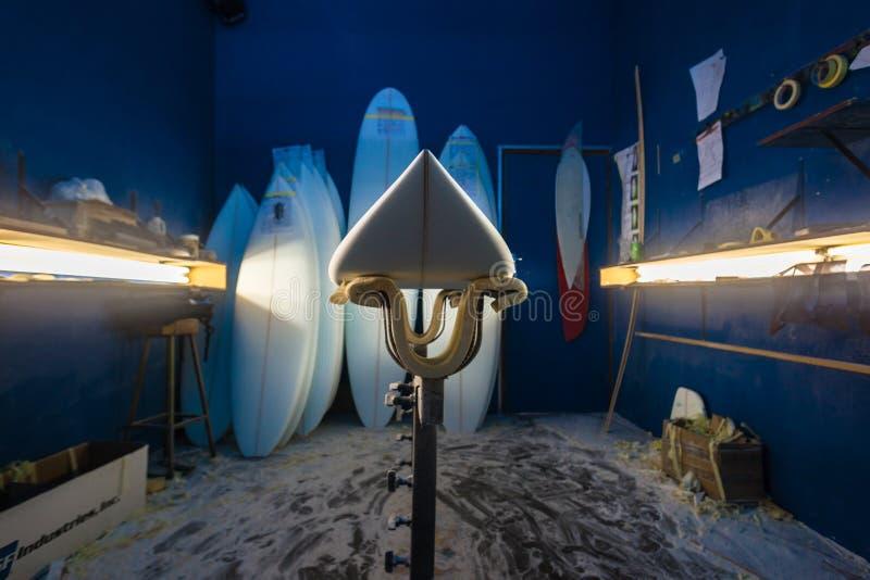 Новый Surfboard формируя пробелы залива стоковые изображения