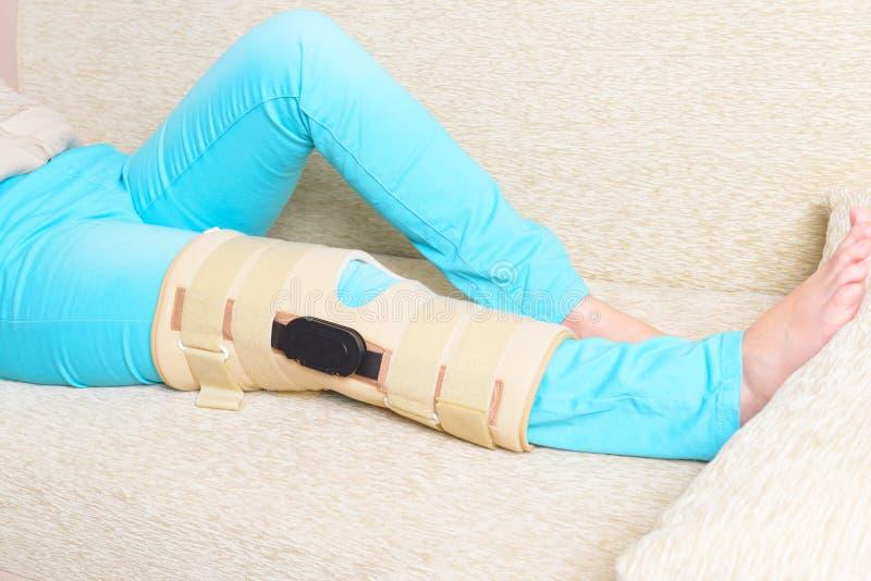 Нога в клетках колена стоковые изображения rf
