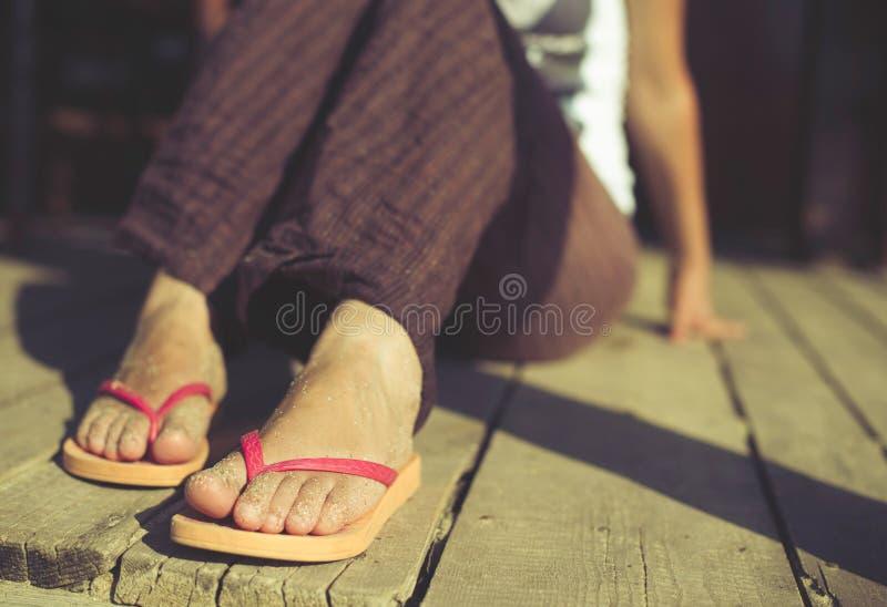 Нога в ремнях стоковые фото