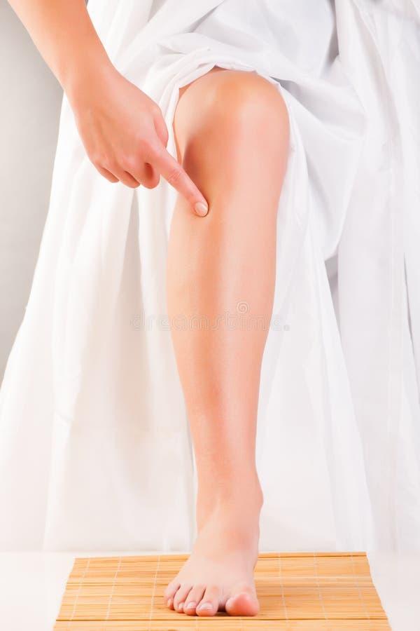 Нога иглоукалывания ST36 3 мили ZUSANLI стоковая фотография rf
