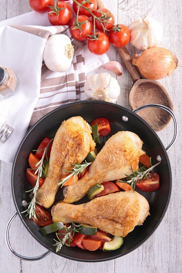 Нога и овощ цыпленка стоковые фото