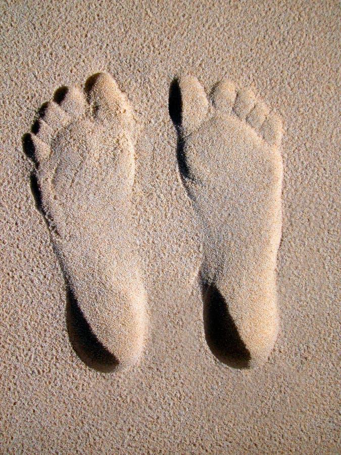 нога пляжа печатает песок стоковая фотография rf