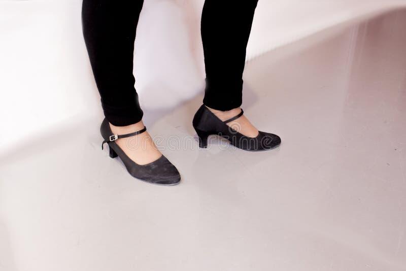 Взрослая женщина ноги
