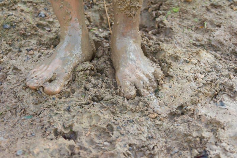 Ноги и грязь. стоковое фото