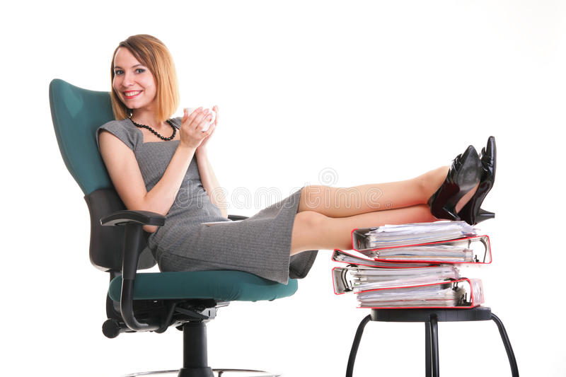 Download Ноги коммерсантки прекращения работы женщины расслабляющие поднимают множество Doc Стоковое Фото - изображение насчитывающей кофе, менеджер: 33734450