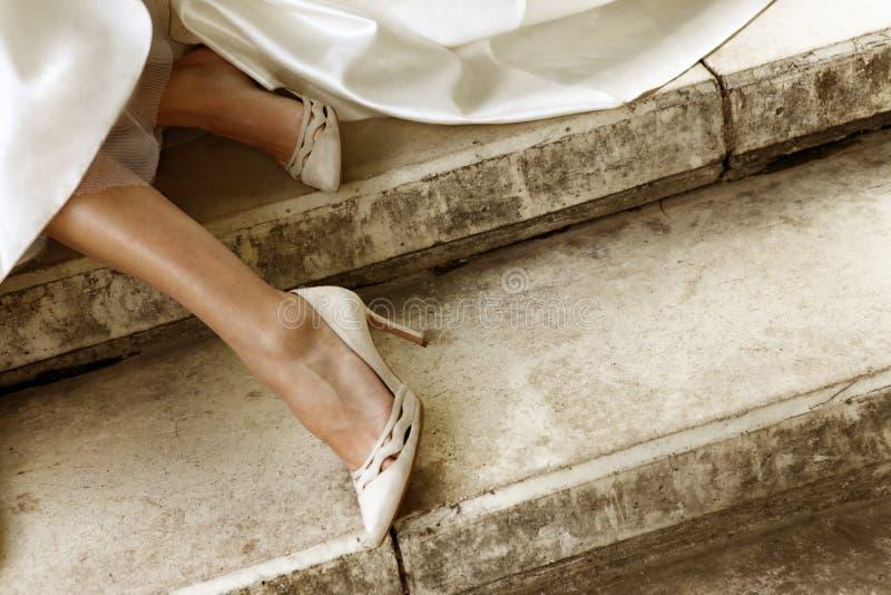 Ноги невесты стоковые изображения