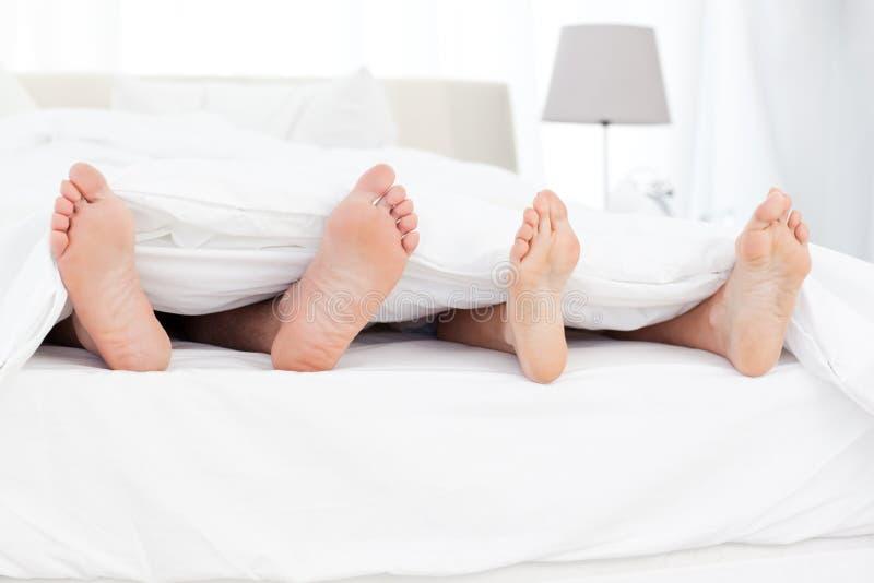 Две парочки на одной кровати