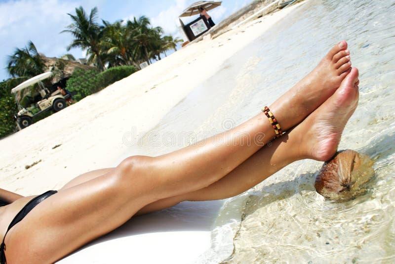 ноги пляжа стоковые фотографии rf
