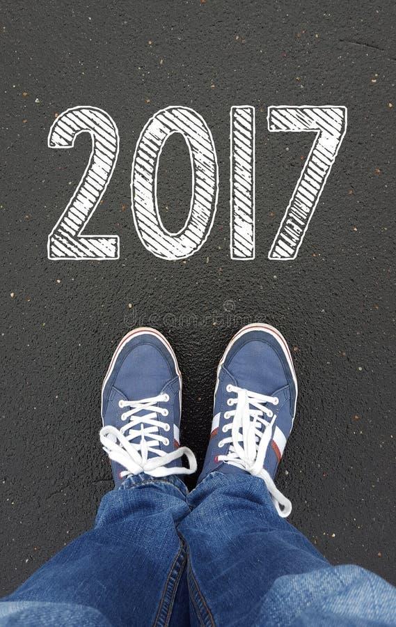 Ноги с знаком лета 2017 стоковое фото
