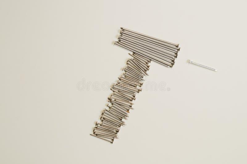 Ногти металла изолированные на белой предпосылке инструменты деятельности стоковые фотографии rf