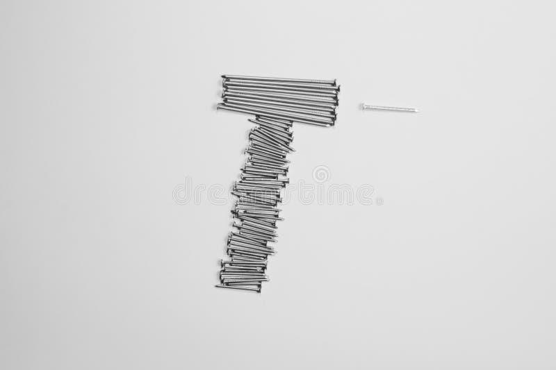 Ногти металла изолированные на белой предпосылке инструменты деятельности стоковая фотография rf