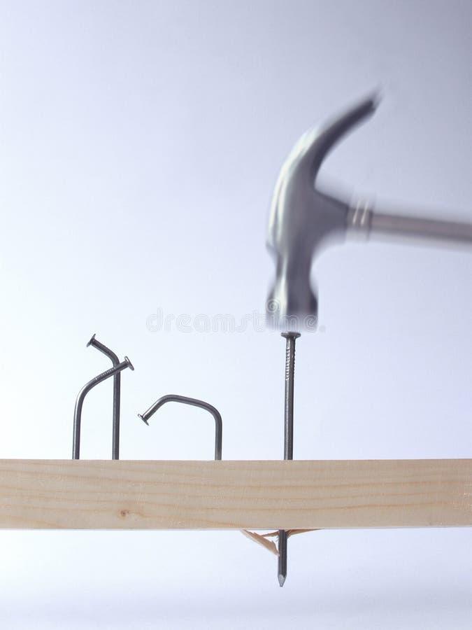 ногти молотка стоковое изображение rf