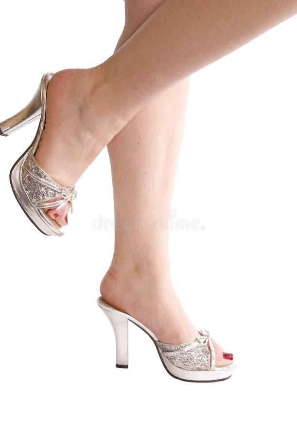 _ ног одн серебр вверх womans стоковая фотография