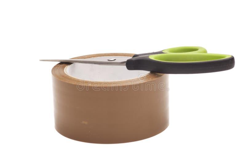 Ножницы и крен клейкая лента для герметизации трубопроводов отопления и вентиляции стоковая фотография rf