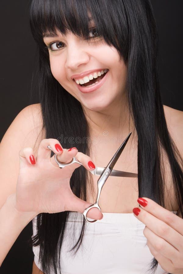 ножницы парикмахера брюнет стоковое фото