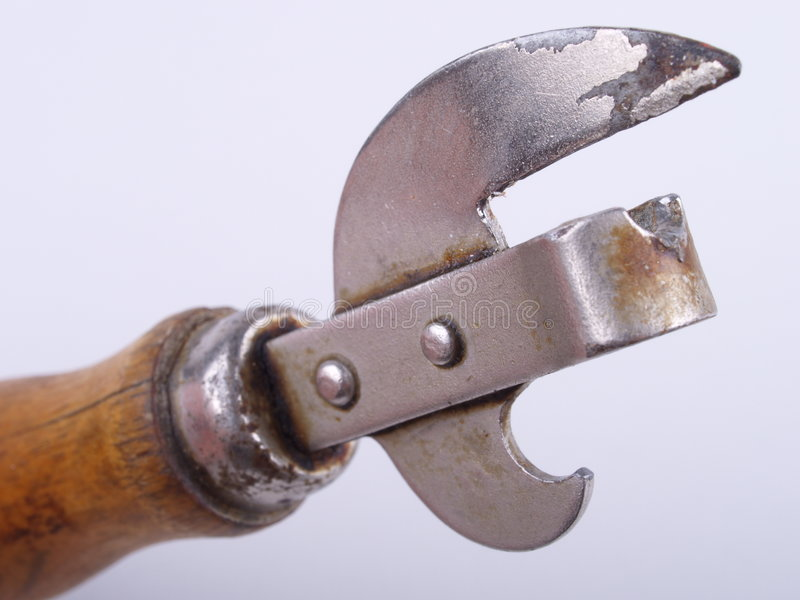 нож для вскрытия консервных банок ржавый стоковое фото rf