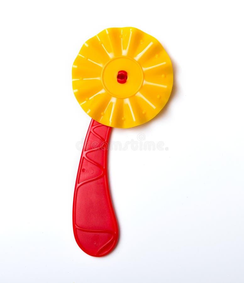 Нож для игрушки ` s детей пиццы для изолированного теста стоковые изображения