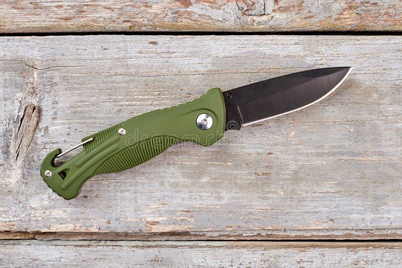Нож кармана армии с зеленой ручкой стоковые фотографии rf