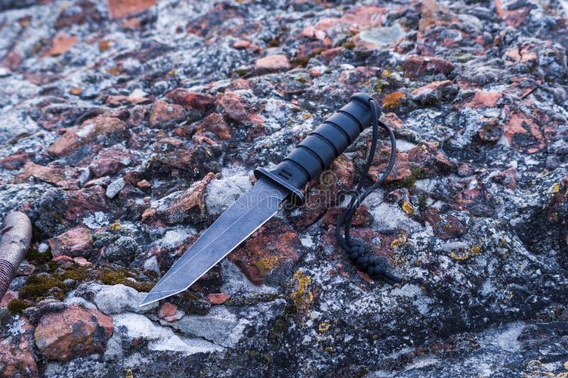 Нож с лезвием tanto Нож удара Нож, который нужно атаковать стоковое фото