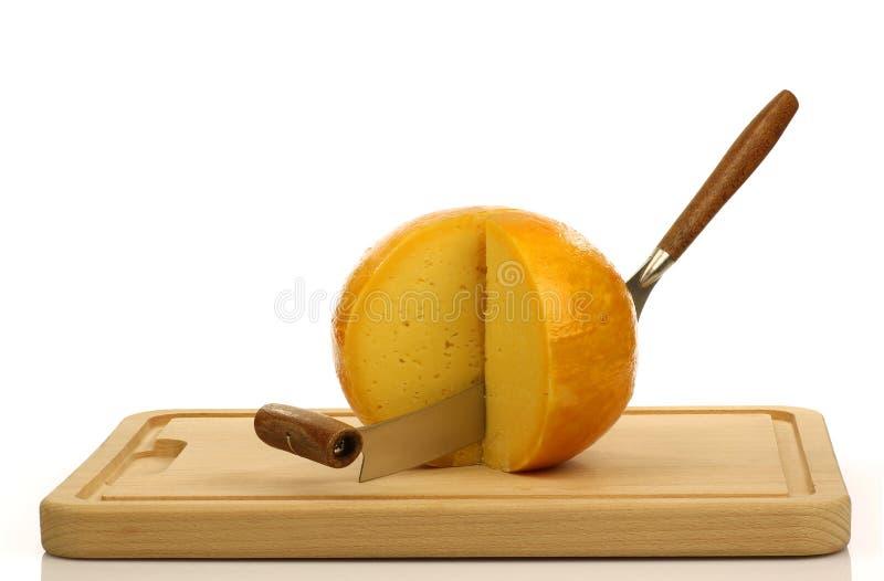 нож edam сыра голландский стоковое изображение