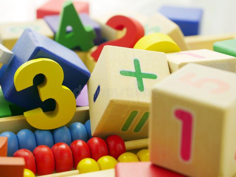 Номера игрушки деревянные стоковая фотография