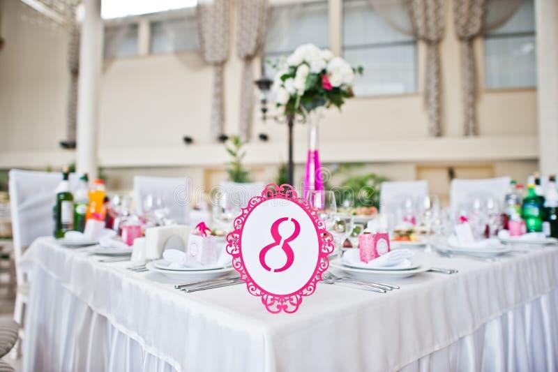 Номер гостя свадьбы таблицы 8 на зале свадьбы стоковая фотография rf