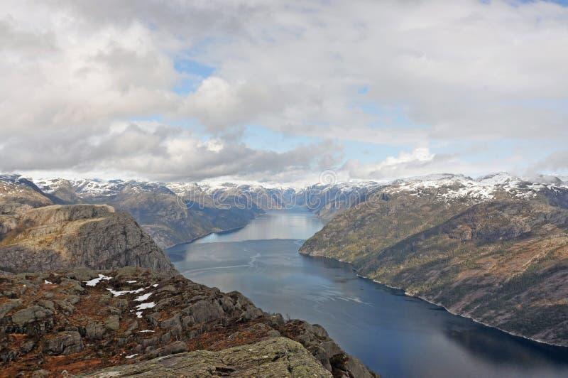 Норвегия голубое небо норвежца природы гор fiords стоковые фото