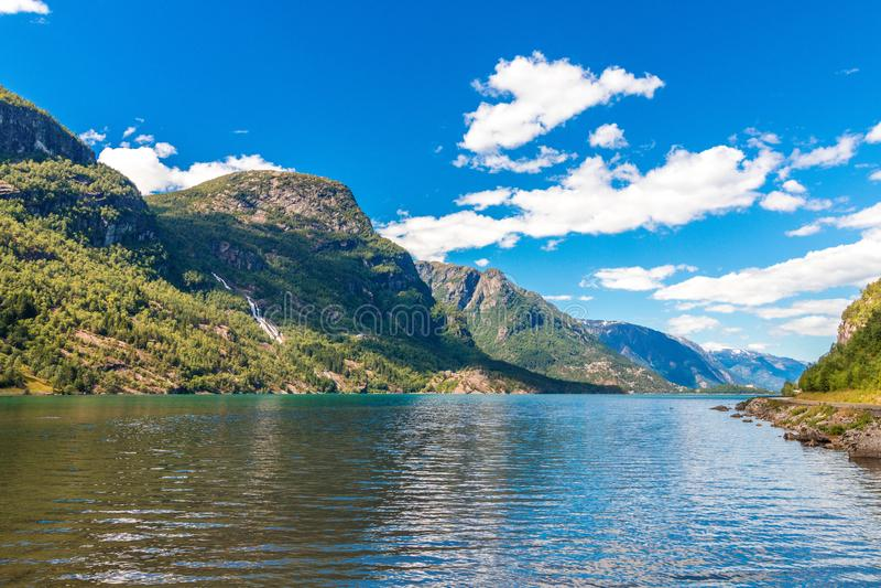 Норвежская панорама фьорда на временени стоковое изображение rf
